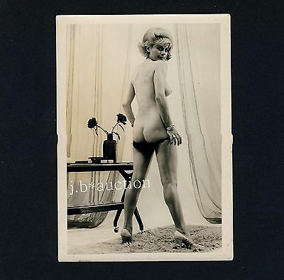 PERKY NUDE WOMAN'S REAR VIEW / KESSE NACKTE BLONDINE * Vintage 50s Risque Photo