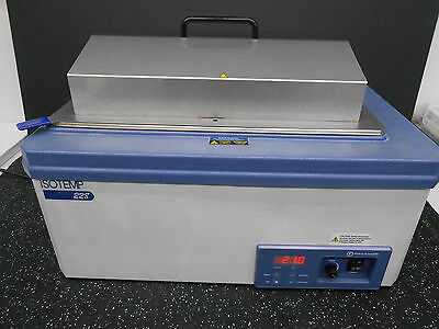 Fisher Scientific Isotemp 15-462-528 228 Digital Controlled Water Bath 7.39 Gal