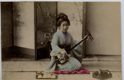 Japon, Playing music Vintage Albumen Print Tirage albuminé aquarellé  9x13