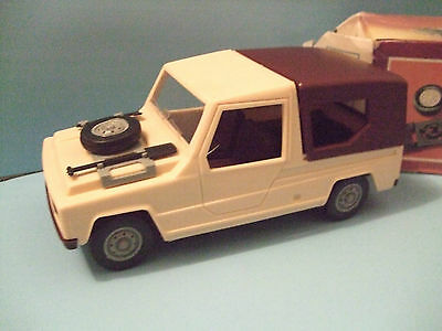Renault 6 Rodeo Safari Wagon 1/20 Scale Promo hard Plastic Friction Made in GDR