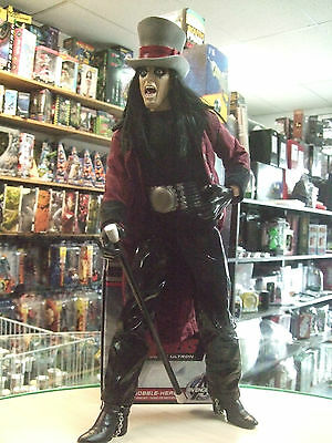 ALICE COOPER Welcome to My Nightmare Art Asylum 18 inches tall