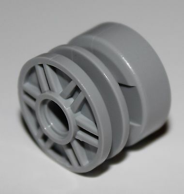 Lego 18x Light Bluish Gray Wheel 18mm D. x 14mm with Pin Hole, Fake Bolts