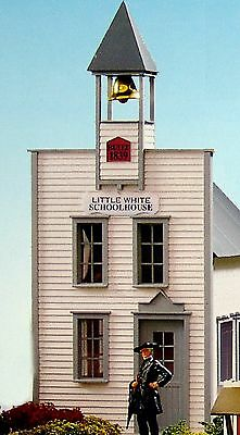 PIKO LITTLE WHITE SCHOOLHOUSE  G Scale Building Kit #62215 New in Box