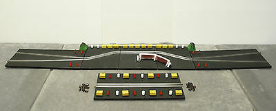 SCALEXTRIC MM/T46 EXTENDED Goodwood Chicane (Rubber) + Bales, Drums, Wall Bushes