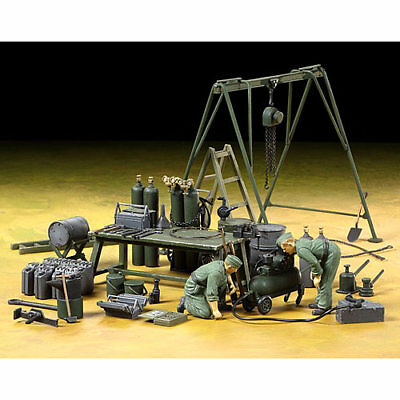 Tamiya 37023 German Field Maintenance Team w/ equipment 1:35 Military Model Kit