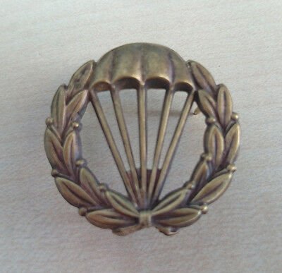 Sweden Airborne beret badge.