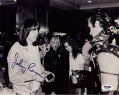 Johnny Ramone Signed Autographed 8X10 B&w Photo Psa/dna Coa Deceased 2004 Rare