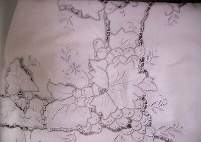 """VINTAGE LOVELY EMBROIDERED GRAPEVINE COTTON TABLECLOTH 66"""" by 48"""""""