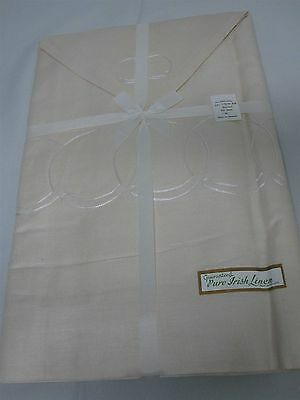 VINTAGE IRISH LINEN TABLECLOTH w 12 NAPKINS with EMBROIDERED CIRCLES MINT! 66x86