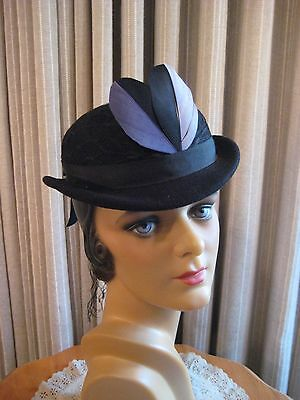Sporty 40's Blk Felt Bowler Style Hat W/front Two Tone Feathers