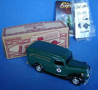 Ertl Diecast 1/25 Scale 1936 Ford Panel Van Texaco Oil Company Truck