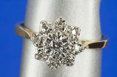 A VINTAGE SOLID 18ct GOLD DIAMOND CLUSTER RING SIZE L/M (US 6)