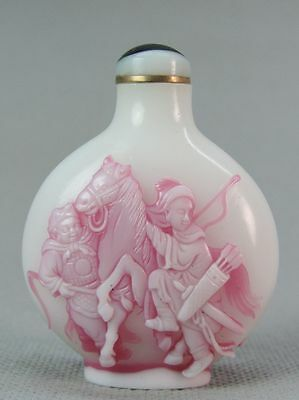Eximious Chinese Ancient Knight Carved Peking Overlay Glass Snuff Bottle
