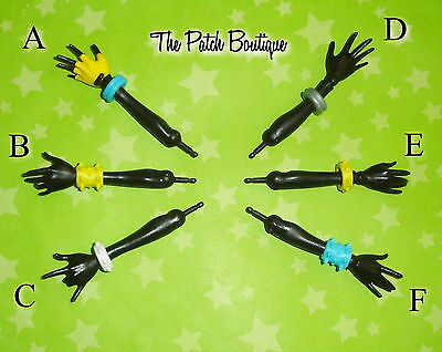 Monster High I Heart Fashion Wydowna Doll Replacement Black Hand Arm W/ Bracelet