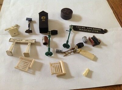 Vintage Small Model Railway Signs, Aa Box, And Lampposts Ect