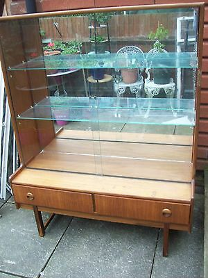 VINTAGE FURNITURE - RETRO 1960s MIRRORED GLASS DISPLAY CABINET 106 x 135 x 31cms