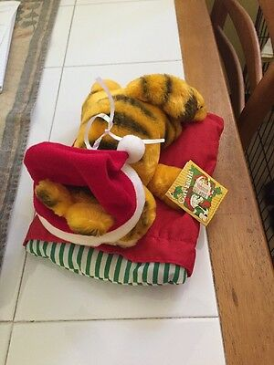"Vintage 1981 9"" Christmas GARFIELD the CAT plush SLEEPING ON A PILLOW"