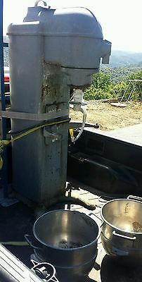 BLAKESLEE & CO.  MODEL CC20 COMMERCIAL 20 QT MIXER floor standing USED 110v