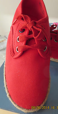 Bnwt M & S Red Shoes Size Uk 12 Eur 31 Pomps Sand Shoes Grip Sole Laces