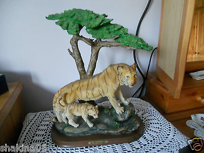 Romano  Tiger with Baby Ornament