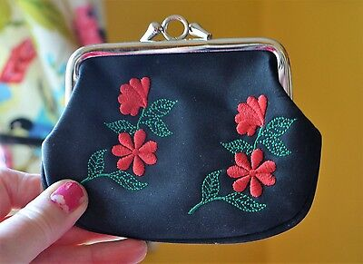 Vintage 2 section embroidery floral black/red/green change Purse