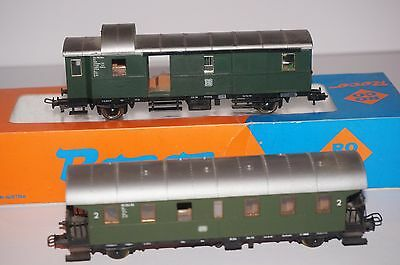 Roco H0 scale baggage car 4204S and passenger car 4201A, boxed, interior light