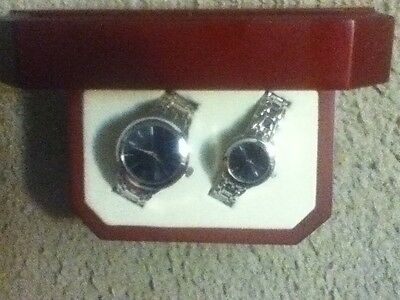 NEW set of 2 watches silver stainless his hers isle casino hotel bettendorf iowa