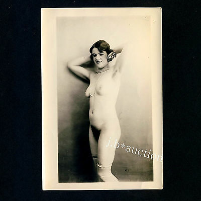 YOUNG NUDE WOMAN w PEARLS / JUNGE NACKTE FRAU m PERLEN Akt * Vintage 20s Photo