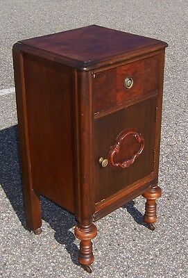 Vintage Wooden Night Stand with 1 Cabinet Door and 1 Drawer