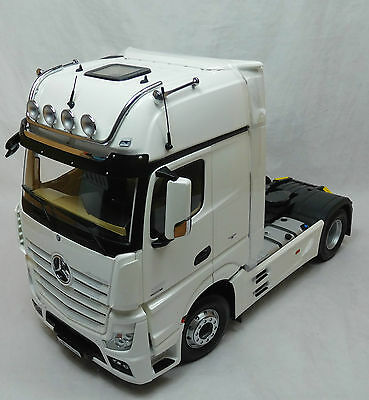 Modelcar Scale 1/18 Mercedes Actros FH25 GigaSpace Truck diamant white NZG