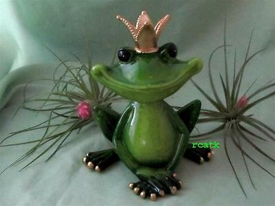 GREEN PRINCE FROG CROWN KISS SMILING RESIN Realistic Whimsical Sculpture