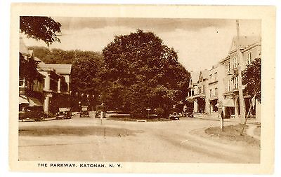 Katonah NY - STORE FRONTS ON PARKWAY - Postcard