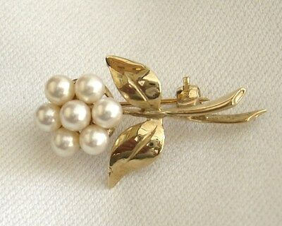 9ct gold brooch with 7 seed pearls new and boxed
