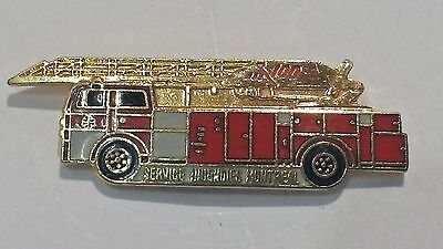 Fire Fighter Montreal * Pinback * Lapel Pin * P-2