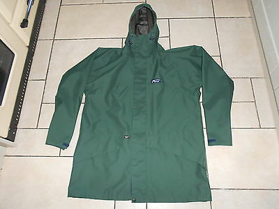 Mountain Range Gore-Tex waterproof jacket. Size L. Pristine condition