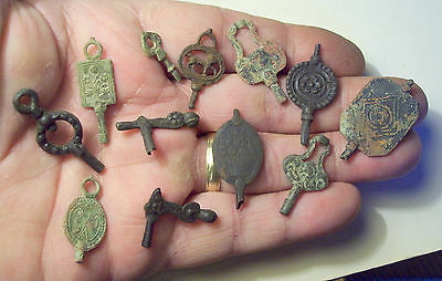 A handful of pocket watch keys, watch winders 1700's/1800's detecting finds