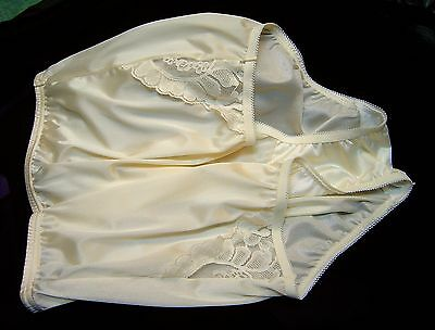 Vanity Fair Perfectly Yours Lace Yellow 13001/13801 Nylon Briefs Panties~6/m~New