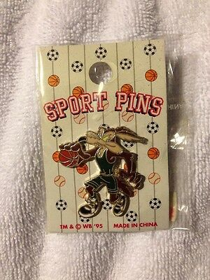 Warner Bros Pin Wile E Coyote Basketball Sports