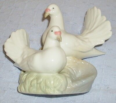 Porcelanas Miquel Requena.Two Doves, Spanish porcelain. Lladro / Nao style