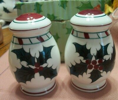 Vintage Lefton China   Christmas Holly Leaf Salt And Pepper Mint In Box #034N