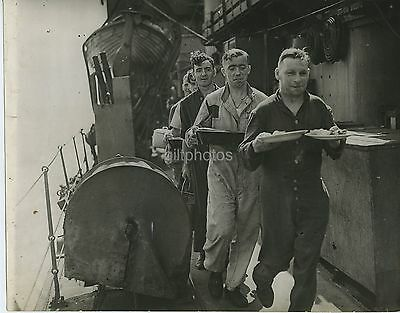 6 Press Photos Of Royal Navy Mine Laying & Life Onboard c1942 WW2