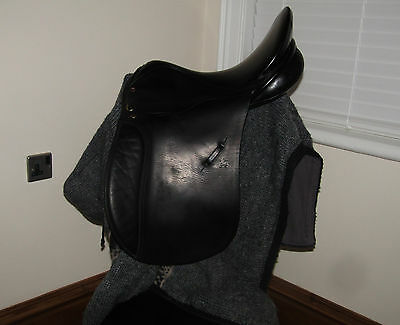 "17"" Medium (Wide?) Lovatt & Ricketts English Saddle. Black"