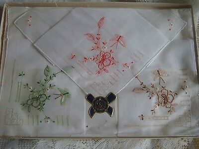 LADIES VINTAGE GENUINE HAND WORK COTTON EMBROIDERED HANKIES x 3 NEW CHRISTMAS