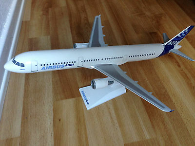 Airbus Industrie A321 1:100