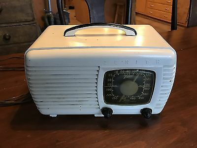 Vintage Zenith Long Distance Table-Top Tube Radio, Great 1950's Look, Works