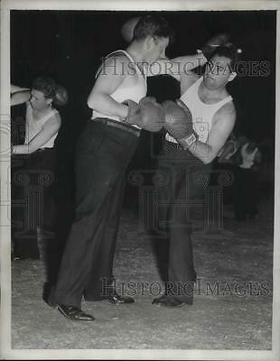 1937 Press Photo Boxing Demonstration at the NY police department raise funds