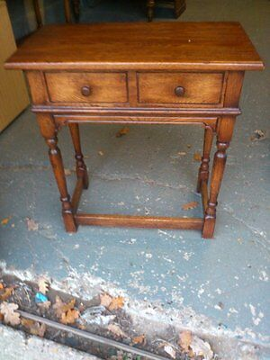 STUNNING SOLID OAK SIDE TABLE outstanding condition