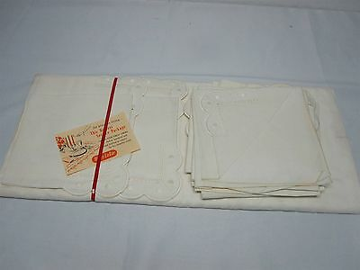 VTG WHITE FRENCH LINEN TABLECLOTH & NAPKINS w EMBROIDERED DOTS SCALLOP EDGE MINT