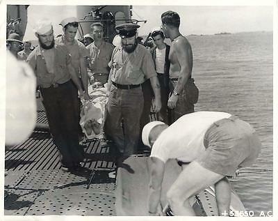 WWII Sailors of Submarine GUAVINA with Rescued Gunner of Downed B-24 Press Photo