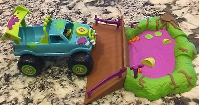 Scooby Doo Car Truck Swamp Race Jump Ramp Mystery Machine Goo Crew Retraction